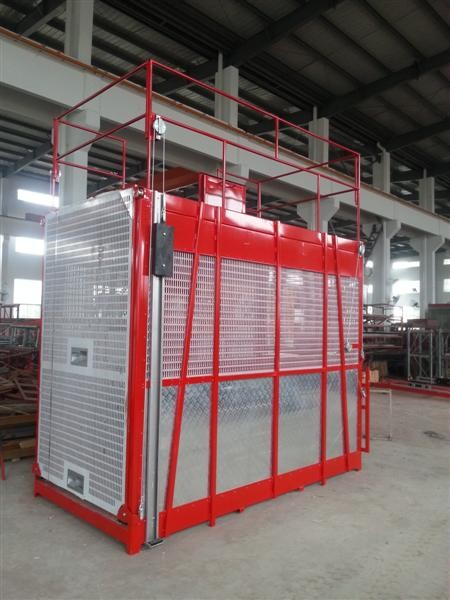 100m Single Cage Construction Hoist Elevator , Steel Galvanized Material